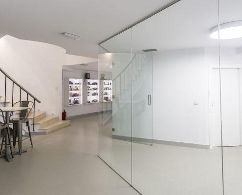 Cocina con cristalera para oficina en Madrid