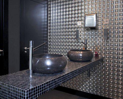 reforma baño en oficina
