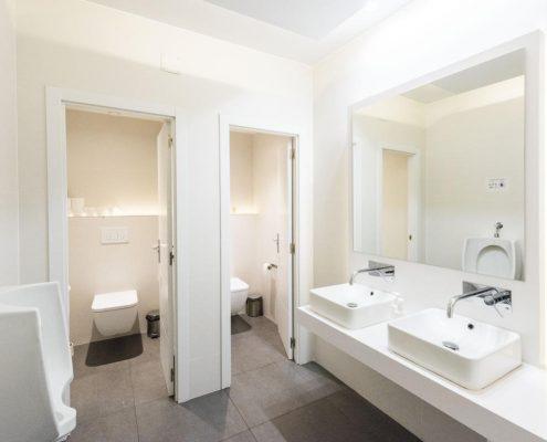 reforma baño de oficinas